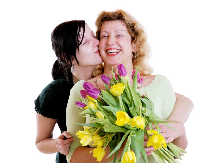 Nếu mối quan hệ của bạn và mẹ chồng không được tốt thì tặng hoa cho mẹ chồng, mẹ vợ là cách hàn gắn tính cảm tốt nhất với bà