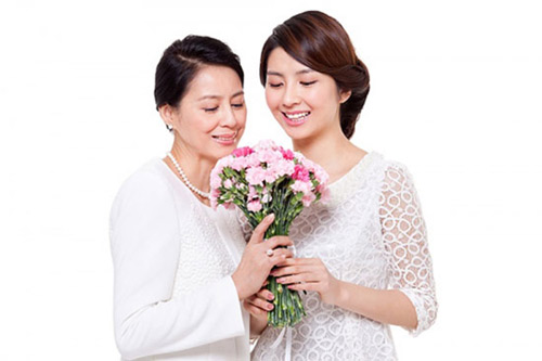 tặng hoa cho mẹ phải có sự nghiêm túc và chân thành