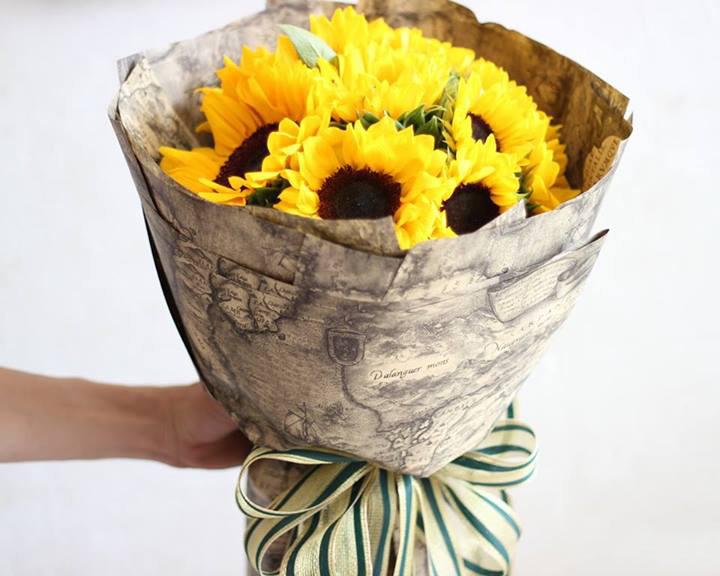 Bó hoa hướng dương là món quà tuyệt vời nhất cho những bà mẹ chồng hiện đại