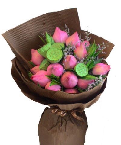 Bó hoa sen đẹp phù hợp với những mẹ giản dị, thanh cao