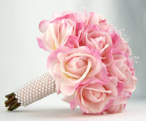 Hoa cưới góp phần tạo nên vẻ đẹp lung linh cho các cô dâu