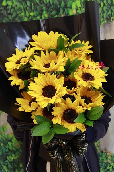 Bó hoa vừa sang trọng lại vừa đằm thắm