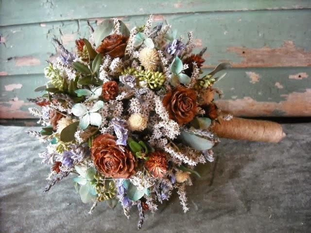 Kết quả hình ảnh cho hoa cưới kết hợp hoa khô