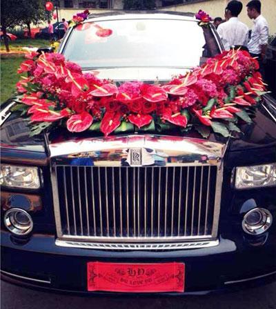 hoa tươi trang trí xe cưới