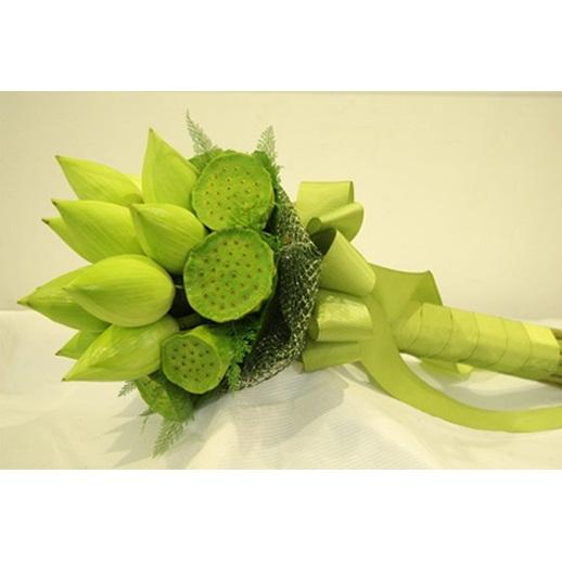Hoa sinh nhật Sen nồng CD62 bó hoa gồm sen trắng và đài sen.